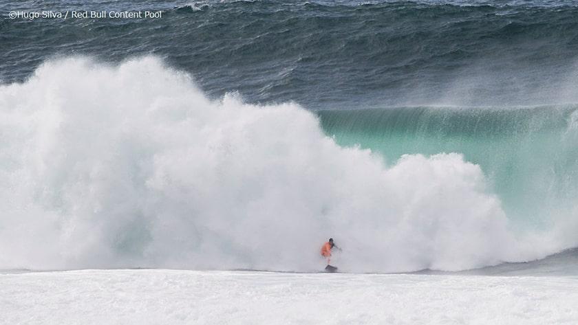 Pedro Scooby surfing Nazare
